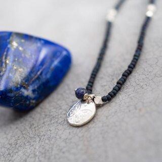 Perlenkette Truly mit Lapislazuli und Schmetterling-Anhänger